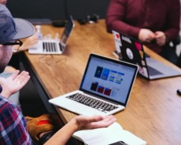 CV design : nos 12 templates de CV design à remplir en ligne